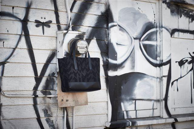 Cartolina da Los Angeles.  L.A. BLACK AND WHITE  #blackandwhite #nogender #timeless #madeinitaly   Photo credits: ENRICO LABRIOLA