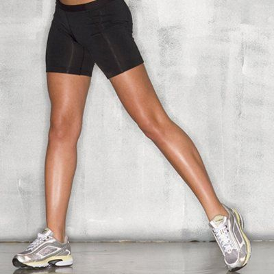 Get thinner thighs in just two minutes with these super effective moves! These work your inner and outer thighs to reach all your leg muscles and sculpt lean muscle while banishing stubborn cellulite.