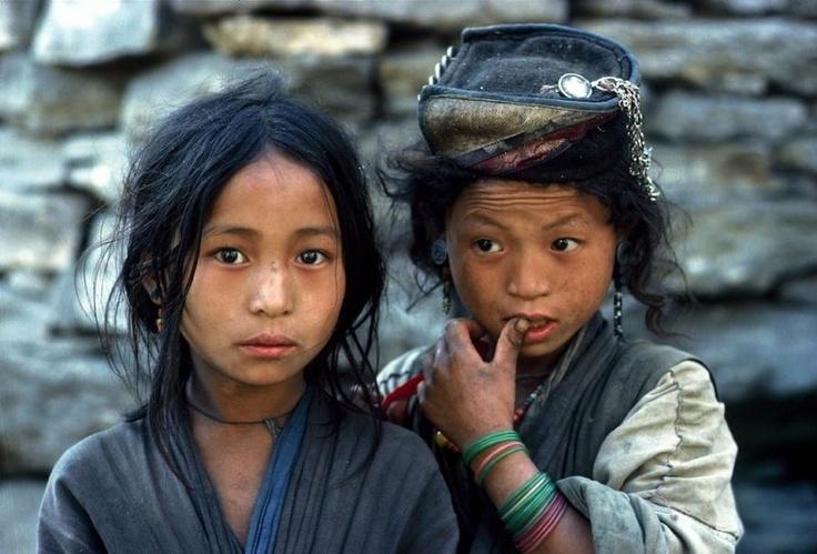 """Himalayan Girls, photo from Eric Valli's blog """"High Himalaya"""" - Pixdaus"""
