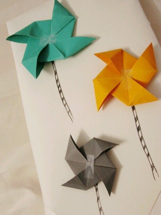 Gift wrap idea before christmas Wraped the gift with wind wheel . #pinspiration