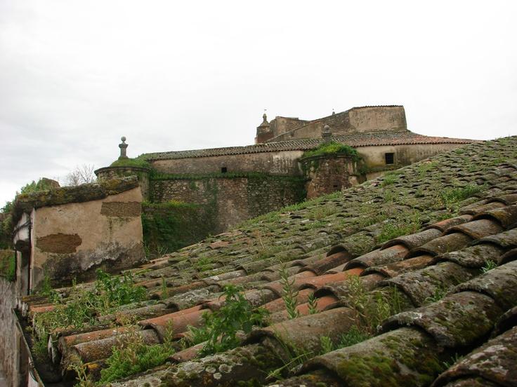 Castillo de Brozas, Sede de la Encomienda de Alcántara, siglo XIII