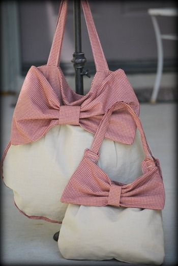 Many very cute purse tutorials... Ill be happy I pinned this. When I get upset instead of buying one ill just make one.