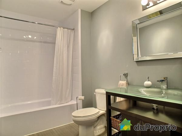 Check out this Bathroom in Le Plateau-Mont-Royal #DuProprio