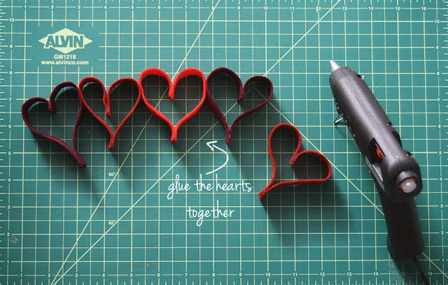 DIY Heart Garland. Because it's never a bad thing to be festive!