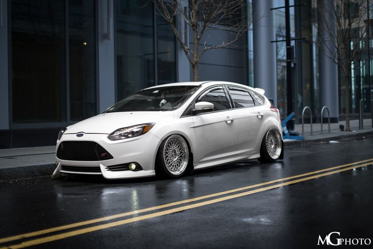 front ford focus st mk3 in frozen white colour tuning low. Black Bedroom Furniture Sets. Home Design Ideas