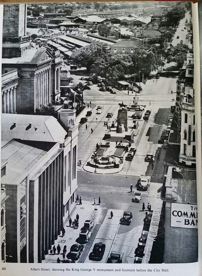 Albert St, Brisbane showing King George V monument and fountain in front of the City Hall.
