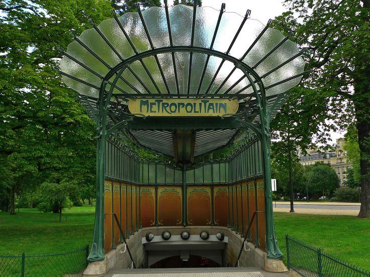 Entrance to porte dauphine metro station in paris designed by famous art nouveau artist - Portes ouvertes paris dauphine ...