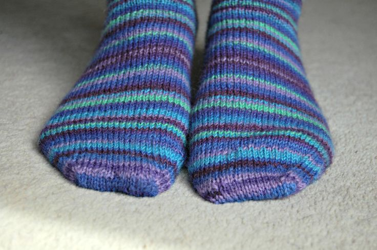 Knitting Patterns For Beginners Step By Step : Learn to knit a pair of socks with free step by