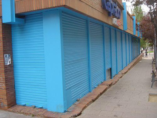 Puertas enrollables hierro lacadas color azul