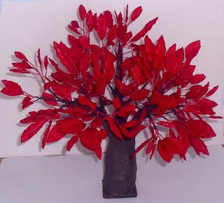 Símbolo da Família Condor Centro de Mesa Carvalho Vermelho altura ± 28cm Simone Uller Rosas Artesanais