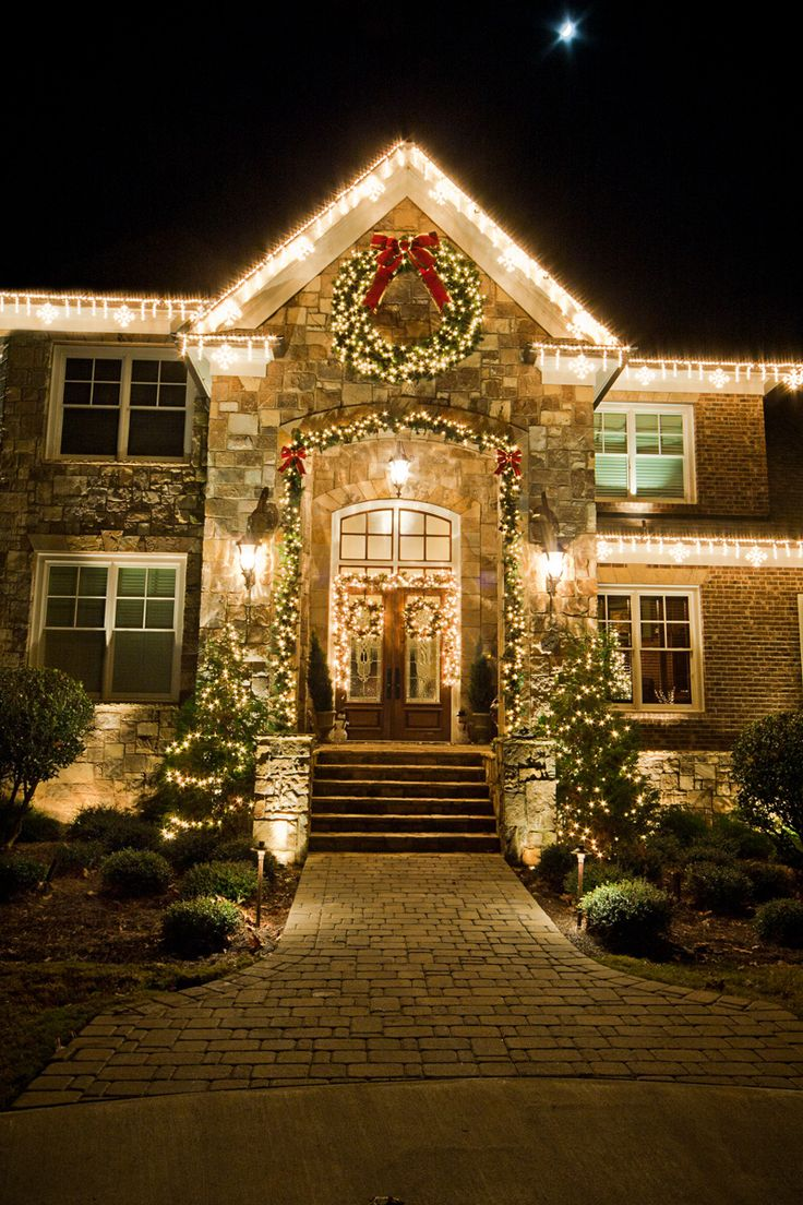 House of lights melbourne fl - Look At The Ice Flurry Light Links And Mixed Noble Wreath With Mixed Noble Garlands Form Holidynamics This House Was Decorated By Moonlight Lighting Out Of