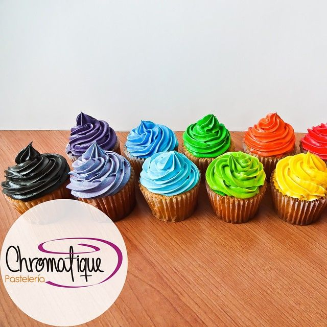 Vanilla cupcakes with colorful cream (Cupcakes de vainilla con crema chantilly de colores) https://www.facebook.com/ChromatiquePasteleria