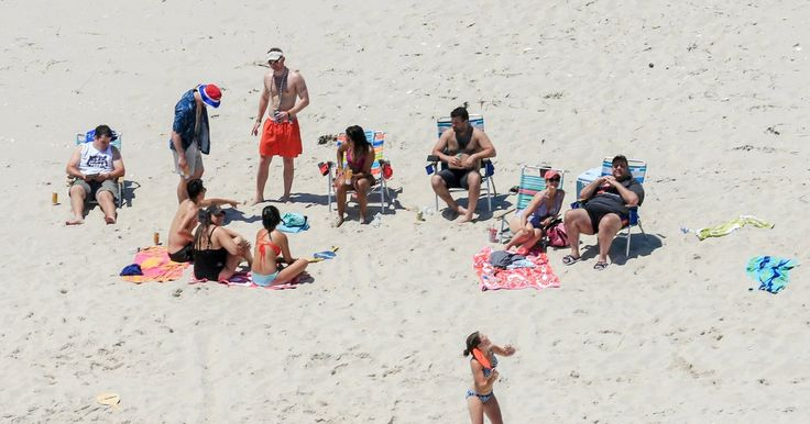 Someone Roasted Chris Christie with a Sand Sculpture of His Day at the Beach