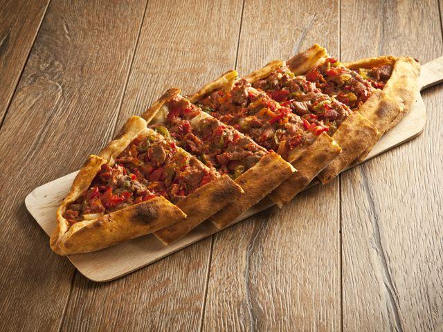 Fűszeres, darált húsos török lepény