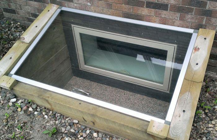 La Margelle De Fenetre Basement Window Well Covers Basement Windows Basement Window Well