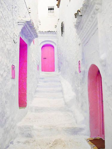 We are LOVING these pops of hot pink doors in Athens, Greece! So much fun and it make these doorsteps so pretty. Who else loves when doors have a fun pop of color?fab