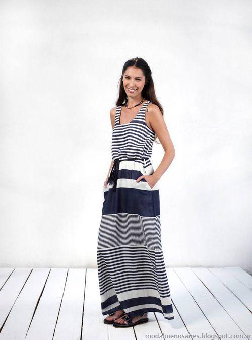 Nunca puede faltar el vestidito a rallas azul marino y blanco !