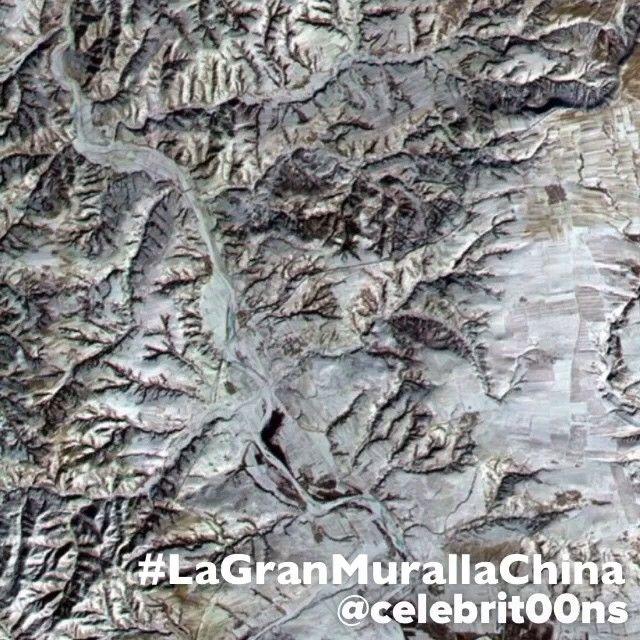 """""""#LaGranMurallaChina es una antigua fortificación #china construida y reconstruida entre el siglo V a. C. y el siglo XVI (Edad Moderna) para proteger la…"""""""