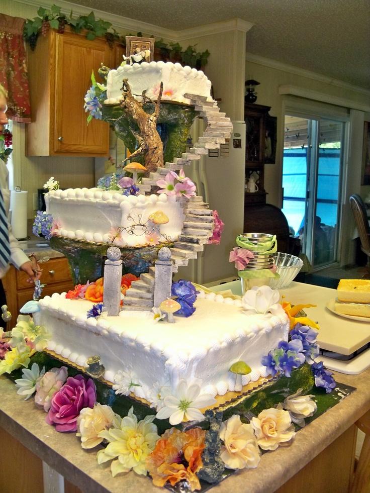 Alice in Wonderland wedding cake   food   Pinterest ...