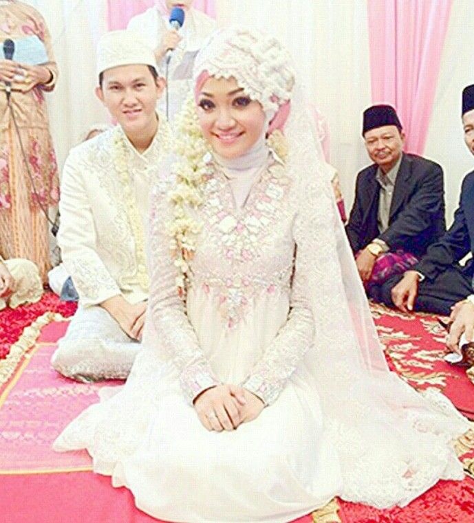 Dian pelangi,  muslim Indonesian wedding