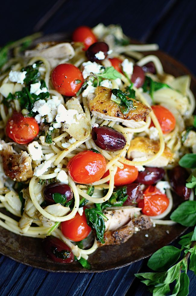 Shake up that boring old spaghetti on your regular meal plan with this Greek Spaghetti!