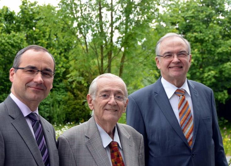 Tres seres especiales reunidos en una foto.