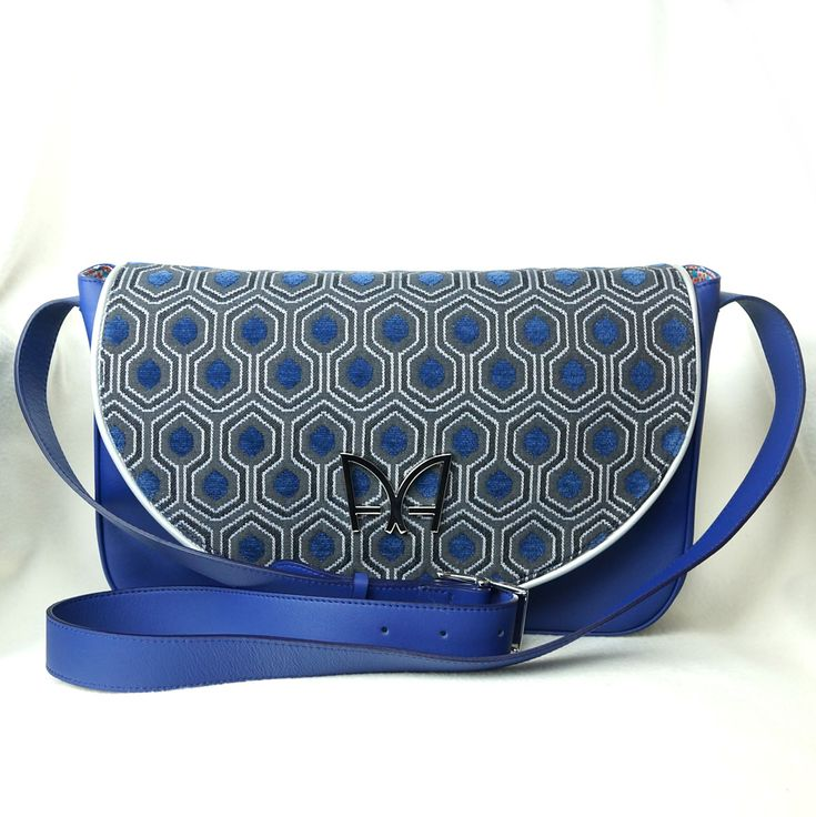 Sac INTUITION Bleu Saphir Sac à main de créateur Made in France par AUDREY ALEXANDRE sur https://audreyalexandre.com #SAC #fashion #madeinfrance #tendance #style #gifts #art #love #RETRO #CHIC #jacquard #cuir #creation #mode