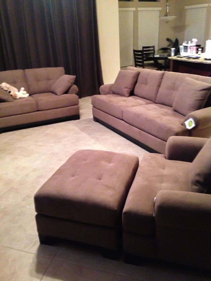 https://i.pinimg.com/736x/4a/89/e6/4a89e68375aabf315ca2ce956429057a--living-room-sets-houston.jpg