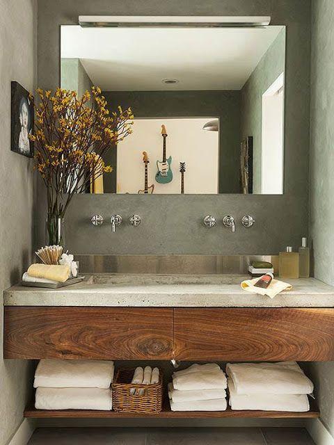 planos low cost: Muebles de madera en el baño.