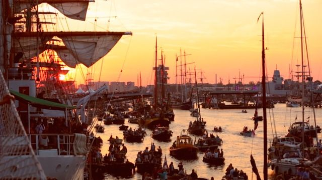 Videó | Szervezetünk eredményei – Tanúskodás a 2015-ös Sail Amsterdam elnevezésű hajós fesztiválon | Beszámolók a világ minden tájáról