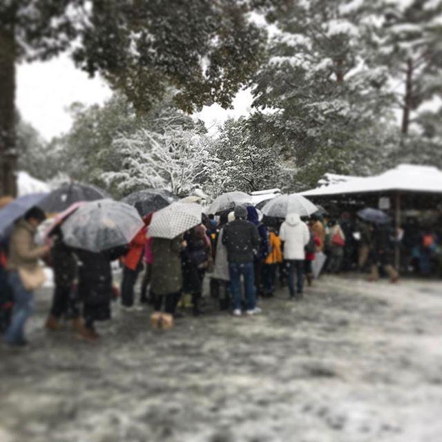 【nakaitaxi_kyoto】さんのInstagramをピンしています。 《中井タクシーの京都観光情報🚕 金閣寺大行列‼️ #Kyoto #Japan #Shrine #Temple #京都 #社寺 #紅葉 #桜》