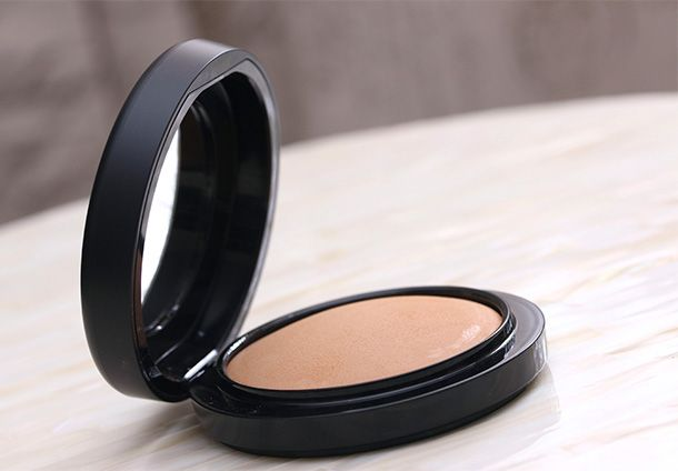 """Beauty :: This is only my favorite MAC powder of all time. No big deal, LOL. I've worn it for years, have loved it for years, and I'll hopefully continue to love it as long as they keep making it. I don't like it when powders look powdery, and this doesn't. It's better for natural-looking skin than […]  The post, """"Product Shout-Out: MAC Mineralize Skinfinish Natural Powder,"""" first appeared on Makeup and Beauty Blog 