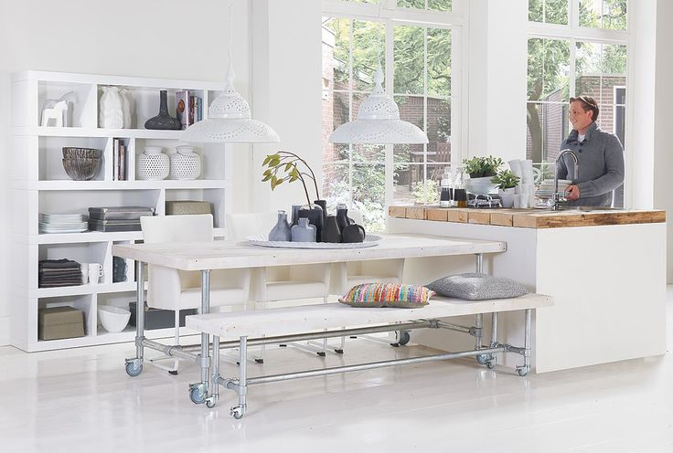 Roomdivider Zen is een eye-catcher van Italiaanse komaf. Dit meubel is voorzien van hoogwaardig witte hoogglans, wat het strakke ontwerp…