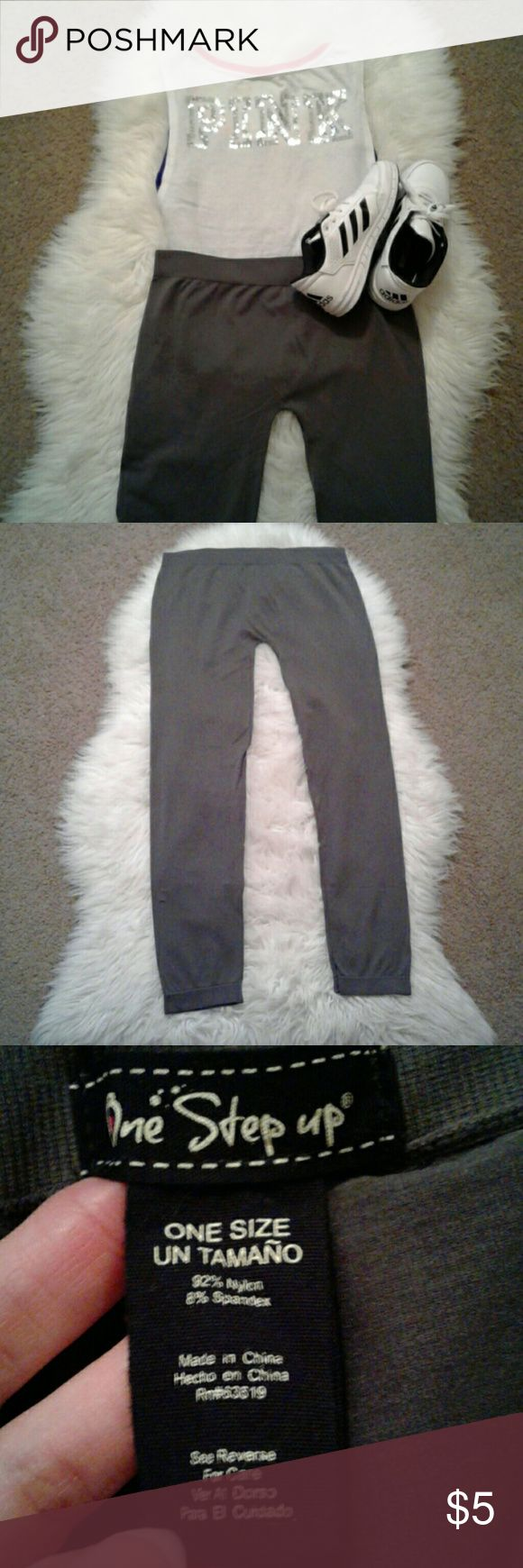 "One Size Gray Athletic WorkOut Yoga Leggings Preloved Condition Stretch waist Waist: 14""( laying flat) Inseam: 27"" Front Rise: 8.5"" boutique Pants Leggings"