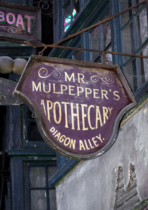 Mr. Mulpepper's Apothecary, Diagon Alley. The Making of Harry Potter, Warner Bros. Studio Tour.