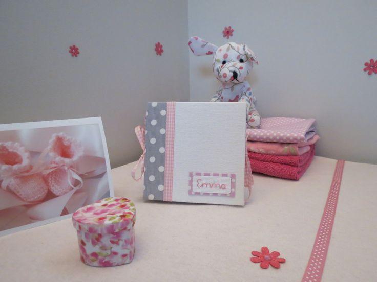 mini album photo de naissance fille personnalisable en carton recouvert d'un tissu gris à pois et blanc séparé d'un : Puériculture par jymci-creations