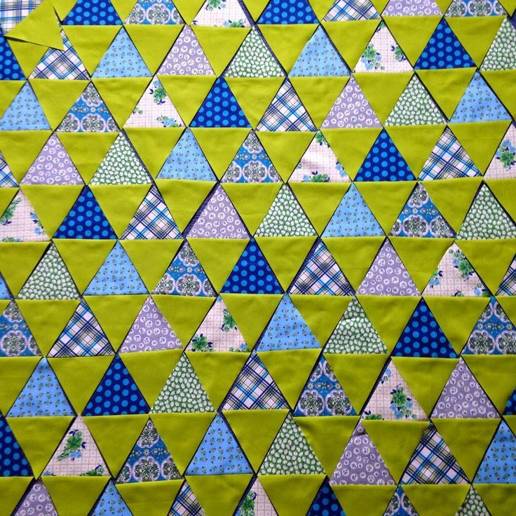 PatchworknPlay: Somethings gotta give!  love the colors - what shade is that green?: