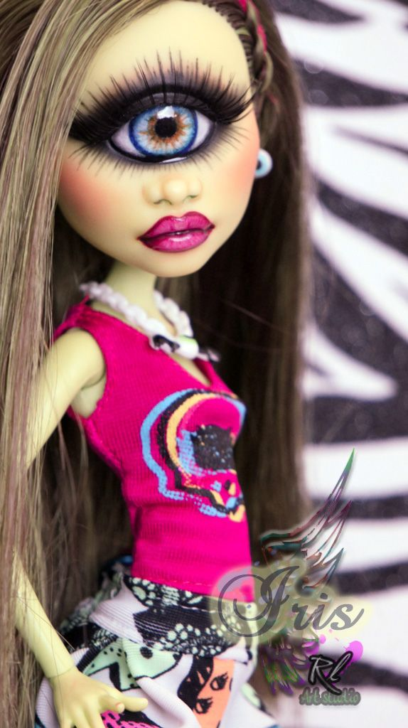 Iris Monster High OOAK Iris repaint #1 by RogueLively.deviantart.com on @DeviantArt