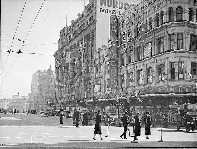 Palmers Department Store at the corner of Park and Pitt Sts and Murdoch Department Store at the corner of Park and George Sts,Sydney.Photo by Sam Hood.