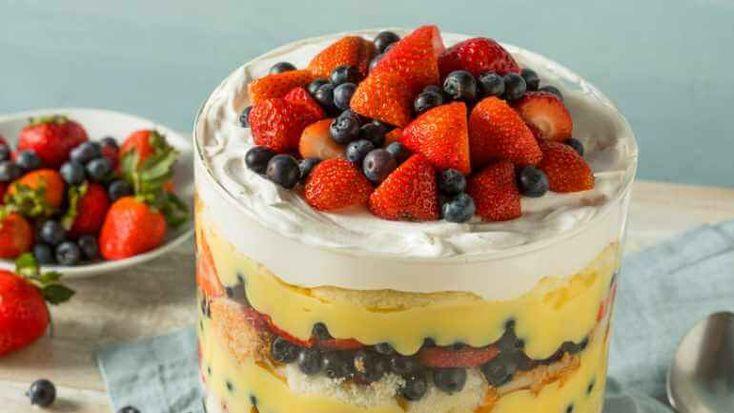 Simpel trifle recept, feestelijk laagjesdessert van cake, room en fruit voor een speciaal moment, top nagerecht!