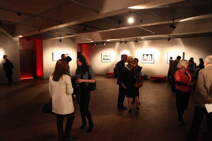 Degustacja Wine Market w Galerii SKWER podczas wystawy Zuzanny Szarek