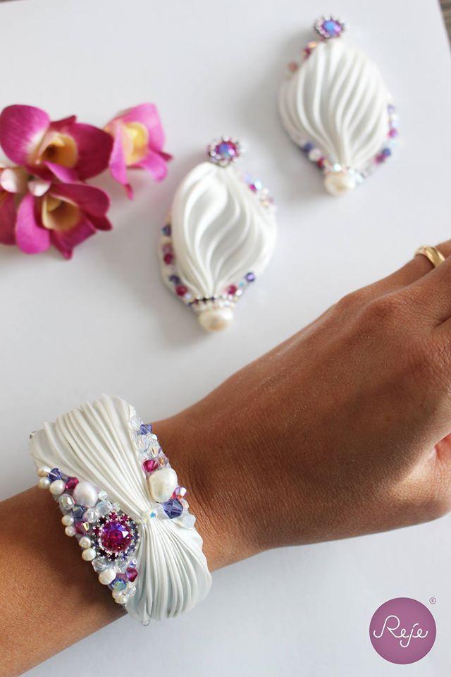 Shibori bracelet and earrings. Entirely hand-sewn by Reje, Italian jewelry designer.