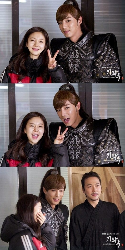 Jin Yi Han and Baek Jin Hee of 'Empress Ki' take cute selfies | Koogle TV