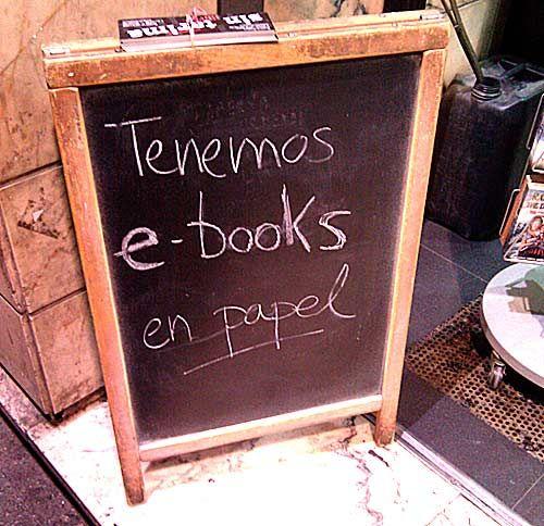 Tenemos e-books en papel