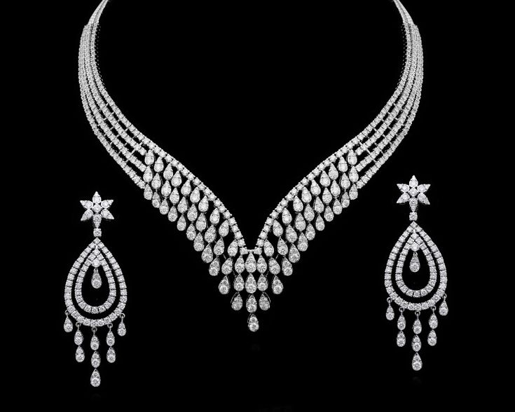 A stunning diamond necklace from Gehna for that perfect bridal look. #GehnaJewellers #Jewellery #Jewelry #NecklaceSet #Diamonds