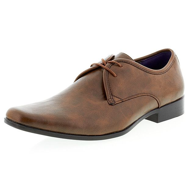 Perfect for every fashion-conscious man, these lace-ups are crafted in stylish tan hues. Featuring a comfortable sole, they are sure to be a wardrobe favourite.