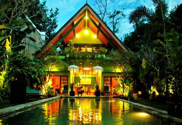 Green Chaka Eden Bali, gay life style clothing optional resort, located in prime area of Petitenget – Seminyak, only just minutes walk to the beach as well as to famous fine dine restaurants in Bali as well as to Bali beach Club such as Ku-De-Ta and Potato head, designer shops, bars