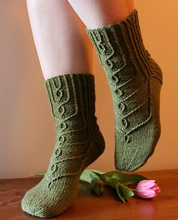 Hovineito In love! Worsted weight socks that don't look like bed socks. With winter coming, these have just been added to my 'Must Knit' list