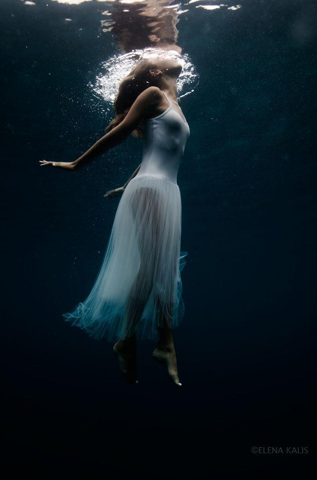 Aqua Photography: mermaid under water calm, hauntingly beautiful! (via blog: Elenakalis.squarespace.com)