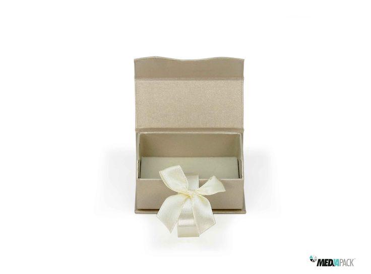 Pequena caixa para alianças ou outro tipo de jóias. http://loja.mediapack.com/pt/caixa-de-cartao-pequena/
